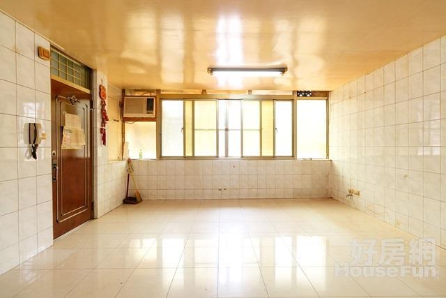 馥華艾美二樓公寓 完全學區板新中山特區機能便利