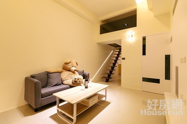 巨蛋挑高全新裝潢 挑高三米六一房一廳空間大利用